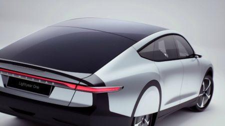 Eerste auto op zonne-energie